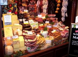 Landestypische Wurst- und Käsespezialitäten